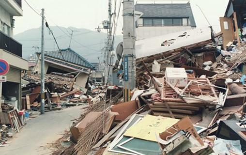 地震による木造住宅倒壊イメージ